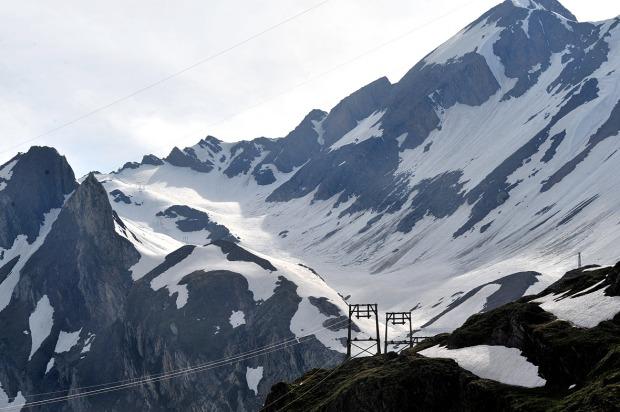 La meta è vicina non resta che attraversare la Piana dei Camosci e risalire un pezzo di nevaio